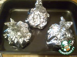 Завернуть в фольгу и поставить в духовку на 50-60 минут.