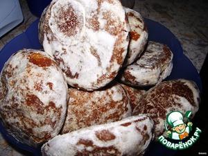 Gingerbread cut into 3-5 parts