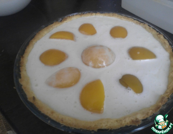Рецепт: Тарт из кукурузного теста с персиками и йогуртовой заливкой