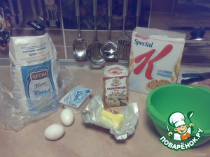 1. Melt butter in the microwave, add eggs, salt, baking powder, 2/3 cereal