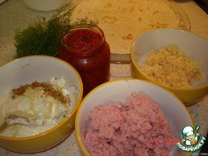 перемолоть на блендере ветчину, сыр, болг.перец,    смешать майонез с чесноком, специями