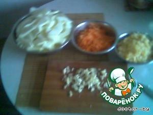 подготовленные продукты укладываем в посуду для микроволновки слоями