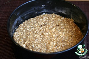 Lubricate the form of oil, put the mixture into the form. Bake for 20 minutes at 220 degrees.