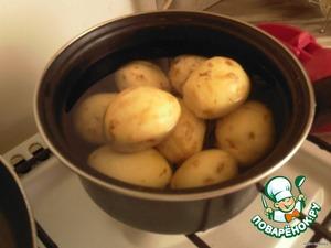 Почистить и помыть картофель.