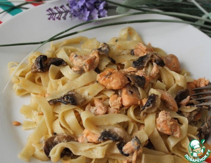 Рецепт: Тальятелле с лососем в соусе из сыра с голубой плесенью