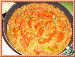 In the baked preform to place a layer of tomatoes,