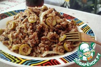 Рецепт: Удивительная гречневая каша с тунцом и оливками