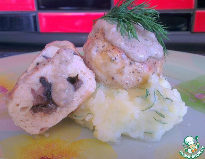 Рецепт: Тефтели с грибной начинкой под грибным соусом бешамель