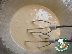 Взбить яйца с сахаром, добавить шоколад с маслом и муку.Перемешать.