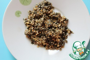Базилик измельчить в блендере вместе с орехами и маслом грецкого ореха.