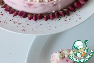 Рецепт: Клубничный йогуртовый торт