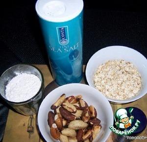 Вот сухие ингредиенты для теста: мука, овсяные хлопья, орехи, 1/2 ч.л. корицы и кончик ножа соли. Несколько орехов оставляем для декора.
