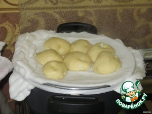 When the water boils put on gauze dumplings. cook for 20 minutes under a lid.  Remove the dumplings and enjoy.