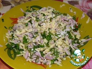 For the cheese filling: cheese grate, ham or finely chop or grate on a coarse grater. Mix with chopped greens.