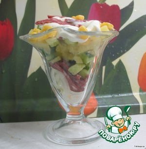 Put all the ingredients in a sundae dish. Cucumbers is better not to salt.  Top a bit of mayonnaise.
