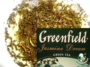 Сначала нужно заварить зеленый чай. Залить столовую ложку чая 260 мл кипятка и оставить до полного остывания. Затем хорошенько процедить чай.