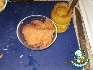 Обильно смазать отбитое мясо горчицей