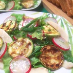 Салат овощной со свежими шампиньонами и кабачком