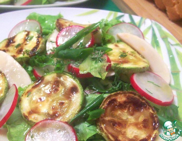 Рецепт: Салат овощной со свежими шампиньонами и кабачком