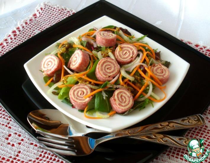 Рецепт: Салатный микс с рулетиками из салями с сыром