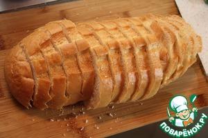 Нарезать хлеб ломтиками (у меня ушел почти весь батон).
