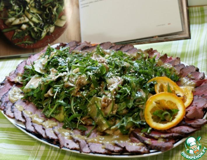 Рецепт: Салат из молодых цуккини и рукколы со свежей мятой