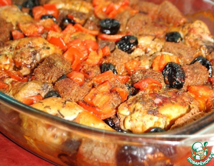 Рецепт: Куриные ножки, запеченные с черносливом и бородинским хлебом