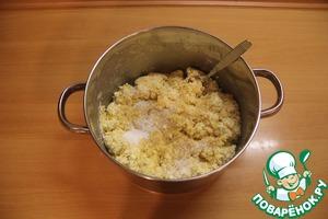 В полученную массу добавляем сахар коричневый и сахар ванильный. Хорошо перемешать.