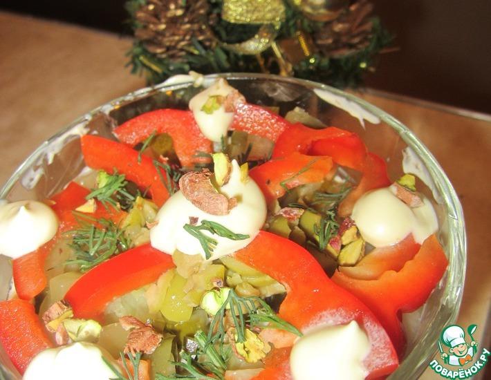 Рецепт: Салат овощной с курицей и фисташками