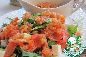 Рецепт: Салат с рукколой, лососем и имбирем