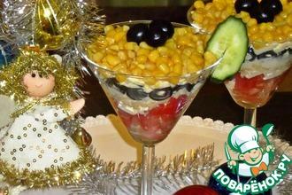 Рецепт: Салат Новогодний с помидорами и маслинами