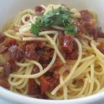 Пикантные спагетти с вялеными помидорами
