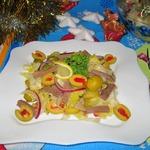 Салат с языком, оливками и корнишонами