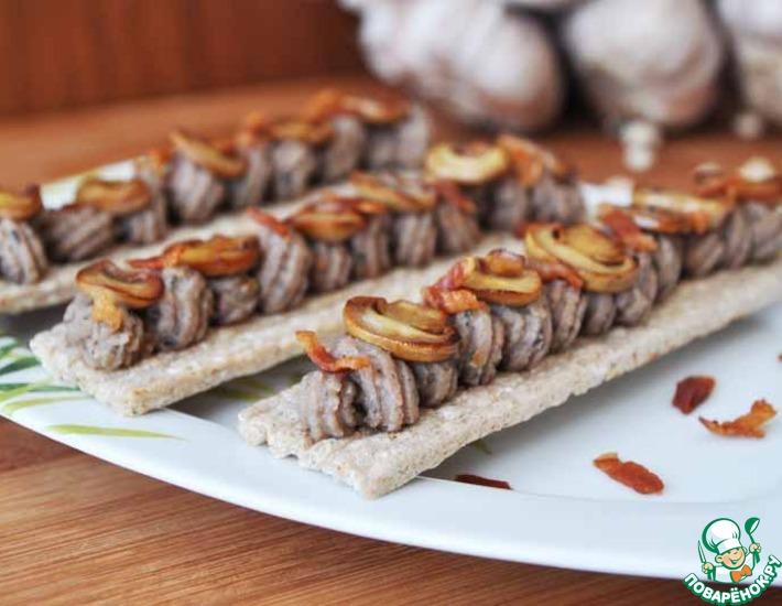 Рецепт: Фасолевая паста с запечённым чесноком и шампиньонами
