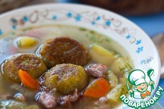 Рецепт: Суп с копчеными ребрышками и гороховыми фрикадельками