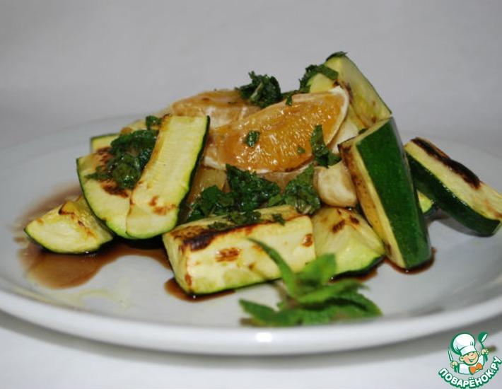 Рецепт: Салат с цуккини и апельсином
