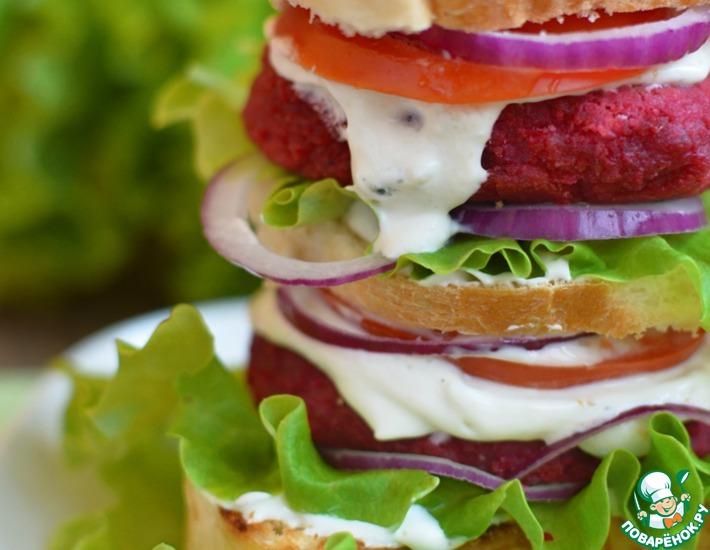 Рецепт: Свекольно-чечевичные котлеты. Бургер с соусом блю чиз