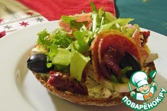 Рецепт: Деликатесные бутерброды с салями и сыром бри