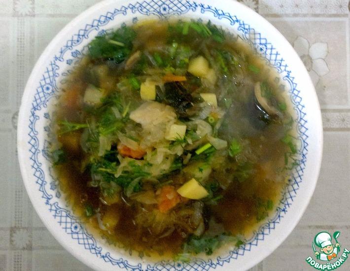 Рецепт: Луковые щи с квашеной капустой и грибами