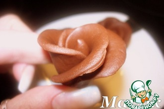 Рецепт: Шоколадная мастика и розочки из неe
