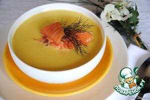 Velvet cream soup with salmon