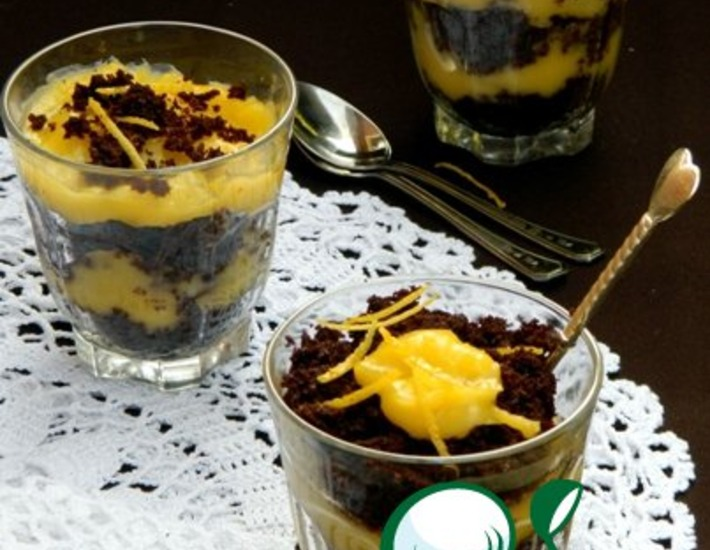 Рецепт: Шоколадный пирог с лимонным курдом и воздушной меренгой