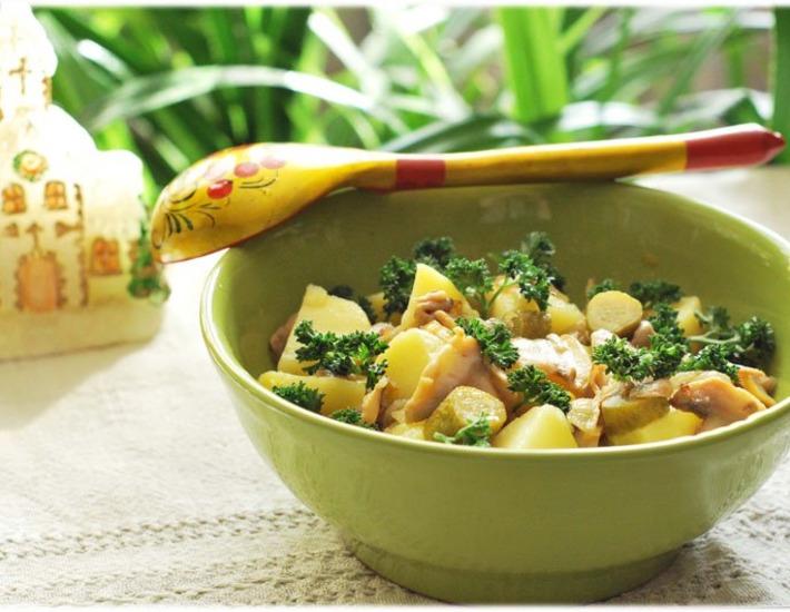 Рецепт: Тeплый салат с картофелем Душевный
