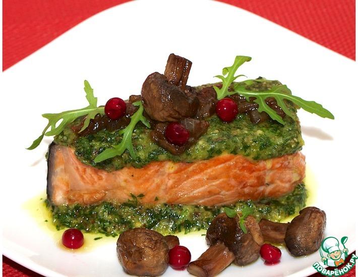 Рецепт: Лосось в зеленом панцире с соево-грибным соусом
