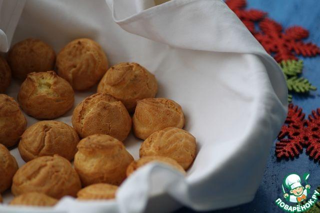 Профитроли с кокосовым кремом и помадкой