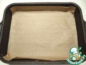 Прямоугольную форму застилаю пергаментом (размер моей формы 22*30 см).