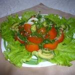Авокадо и помидоры с кайенским перцем