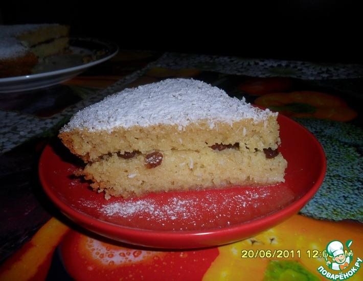 Рецепт: Бисквит на манке с курагой, изюмом и кокосовой стружкой