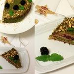 Гречневый торт с ежевикой и фисташковым кремом