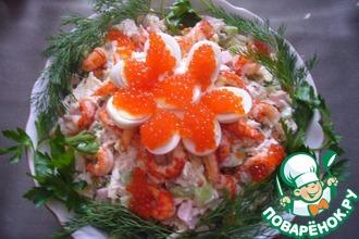 Рецепт: Салат Оливье с раковыми шейками и красной икрой
